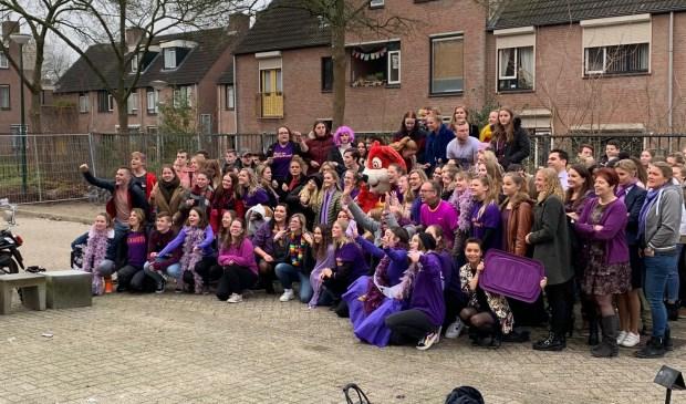 Leerlingen van de Rooi Pannen in Breda zijn vrijdag in het paars gekleed.