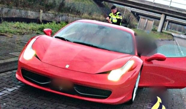 Ferrari rijdt met meer dan 200 km/u over A16 bij Breda