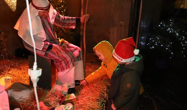 Vooral kinderen genoten van de levende kerststal.