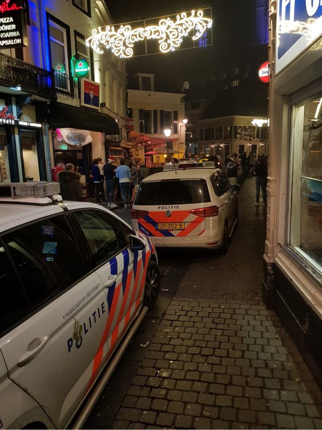Politie assisteert bij het Scholieren Gala in de Graanbeurs. Foto: Ad Baelemans © BredaVandaag