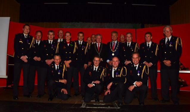 Alle aanwezige brandweerjubilarissen in gezelschap van Burgemeester Petter en Burgemeester Niederer.