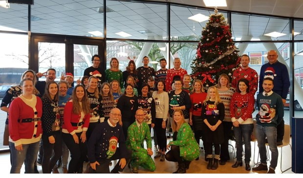 Warme Kersttrui.Warme Traditie Op De Nassau Ugly Christmas Sweater Day