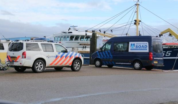 De politie zoekt met sonar naar de man.