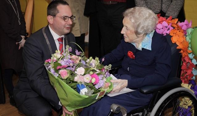 Mevrouw Bogers Geniet Van 100ste Verjaardag Woensdrecht Internetbode