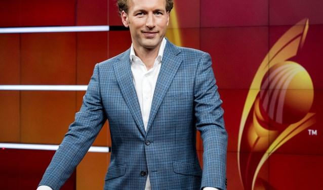 Gert van 't Hof, hier als presentator van het EK vrouwenvoetbal voor de NOS. FOTO ANP KOEN VAN WEEL