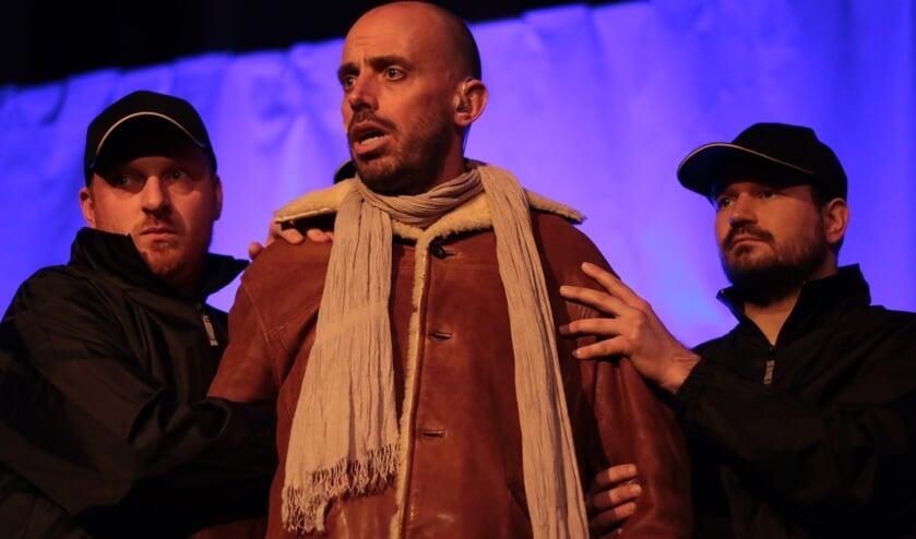 Jezus (Mark Koeken) wordt gearresteerd.