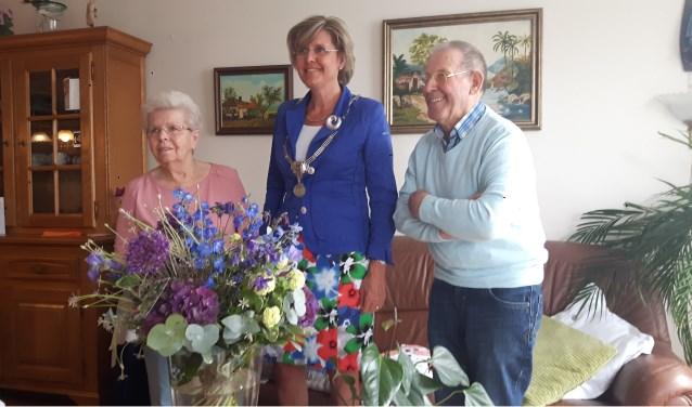 Groot feest voor Piet en Toos Vergouwen uit Hoeven die maar liefst 65 jaar getrouwd zijn. FOTO PAUL VERGOUWEN