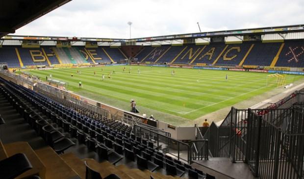 NAC speelde zondag tegen Heracles, Zonder publiek, dat stond naast het stadion. foto Peter Visser