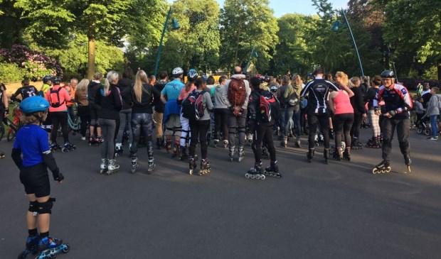 Meer dan honderd skaters gingen vrijdagavond op pad voor een rondje singels tijdens de derde Singelskate.