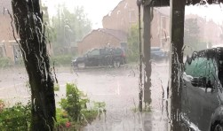 Het onweer boven Breda is losgebarsten.