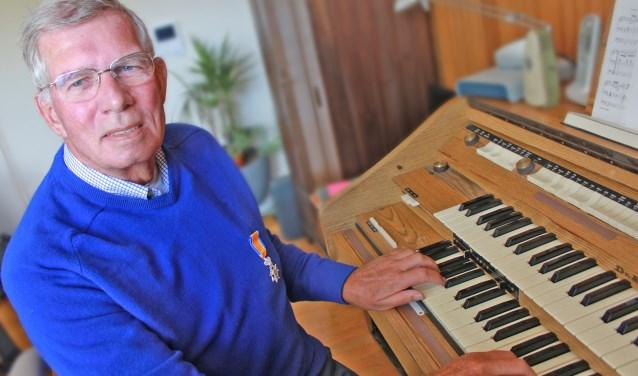 Zijn muzikaliteit kan Jan uitstekend kwijt in het orgelspel. FOTO'S ELS ROMMERS