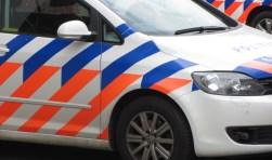De politie zoekt een man die onder bedreiging van een vuurwapen een motor stal.