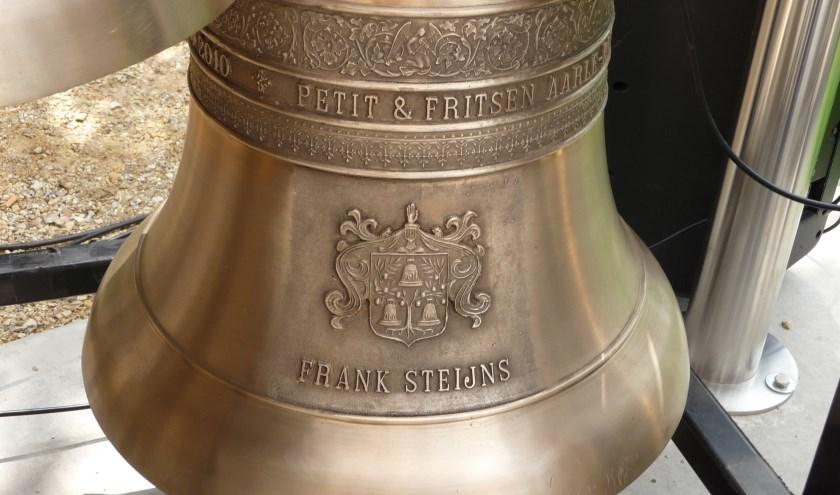 Klok uit mobiel carillon van Frank Steijns.