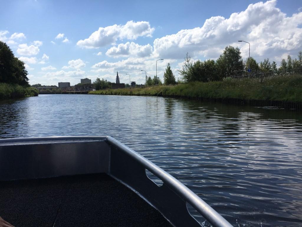 Soms levert zo'n boottochtje toch mooie kiekjes van de stad en zijn omgeving op.  Foto: Guus Arnouts © BredaVandaag