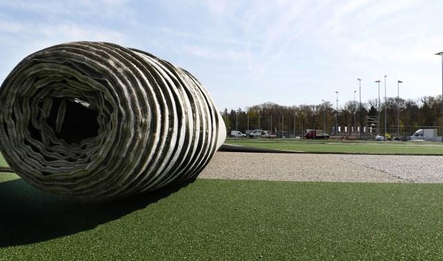 Rol kunstgrasveld bij HC Breda.
