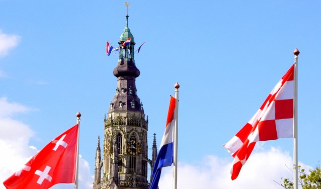 Grote Kerk met vlaggen 2017