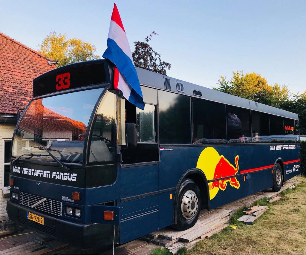 De in Breda vervaardigde Max Verstappen Fanbus staat te koop. Foto: Facebook © BredaVandaag