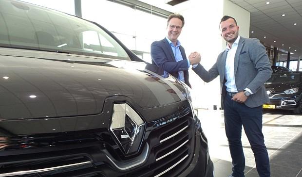 Fred van den Brink van Renault Nederland trapt de Bedrijfswagendagen af bij Auto Indumij.
