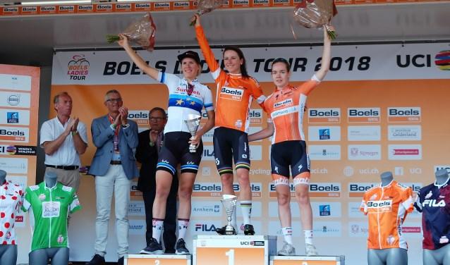 Winnares Annemiek van Vleuten. Tweede Ellen van Dijk en derde Anna van der Bregge. FOTO'S ELLES JANSEN Foto: Elles Jansen © Internetbode