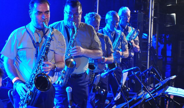 De saxofonisten van de Valley Sound Big Band. FOTO FRANK STROOP