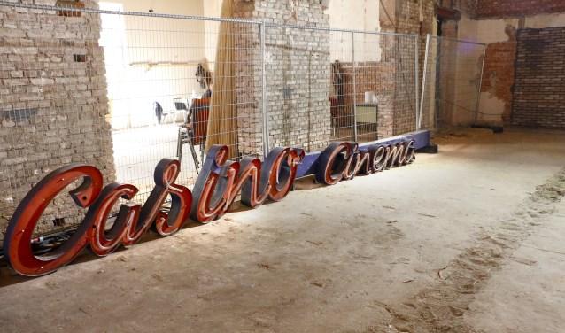 De oude Casino Bioscoop wordt omgebouwd tot foodhal. Een kijkje tijdens de verbouwing.