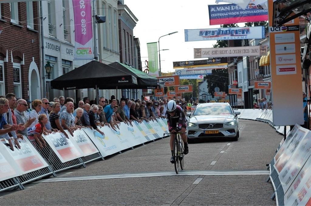 Drukte bij de finish.   © Internetbode