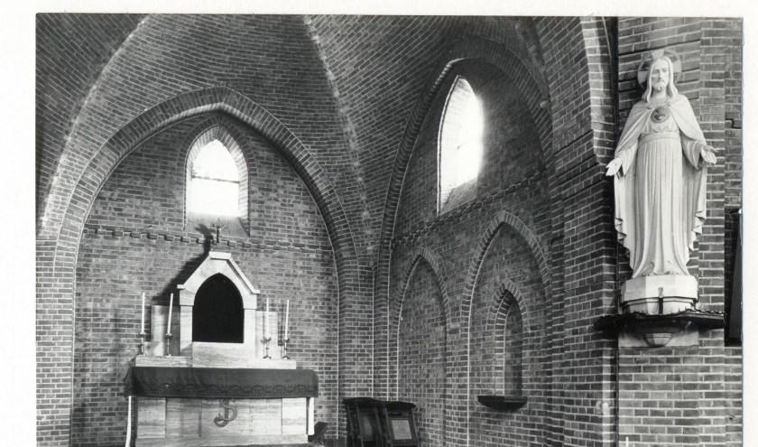 Zijaltaar Theresiakerk.