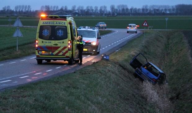 Auto in Sloot naast Essendijkweg