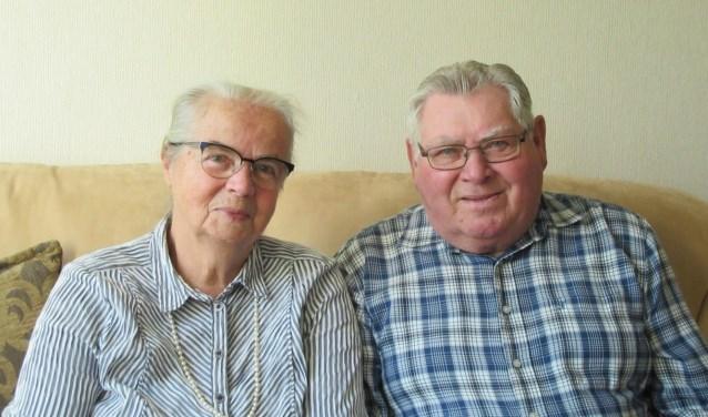 Co en Janny van Iwaarden zijn blij dat ze hun 60-jarig huwelijk in goede gezondheid kunnen vieren.