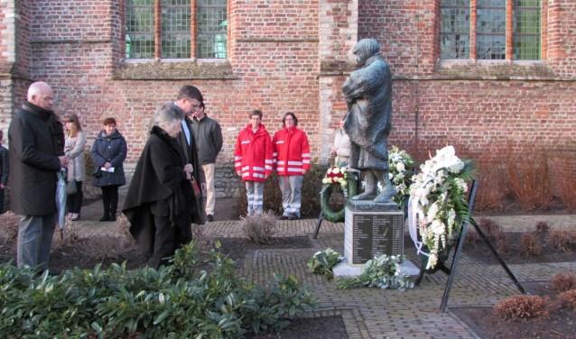 Bij een eerdere herdenking bij de Johanneskerk was voormalig premier Jan Peter Balkenende aanwezig.