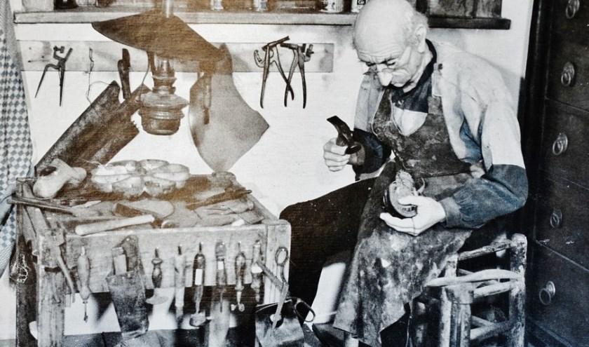 De schoenmaker Toen. ARCHIEFFOTO RINIE MAAS