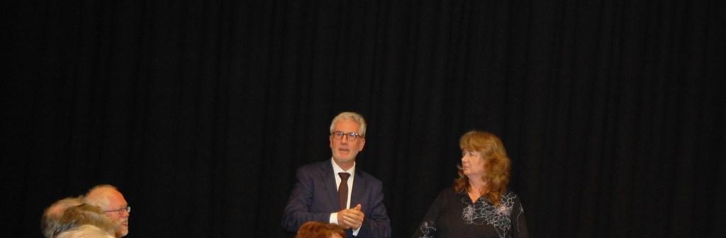 Burgemeester Klij met voorzitter Ellie Akkermans Foto: Elles Jansen © Internetbode