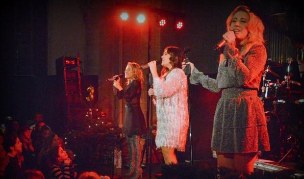 De drie getalenteerde zussen gaven een mini-concert.