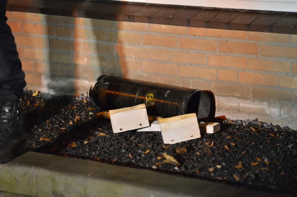 Een vuurwerkincident in de Arenberglaan zorgde voor veel schade en twee gewonden. Foto: Perry Roovers / SQ Vision © BredaVandaag