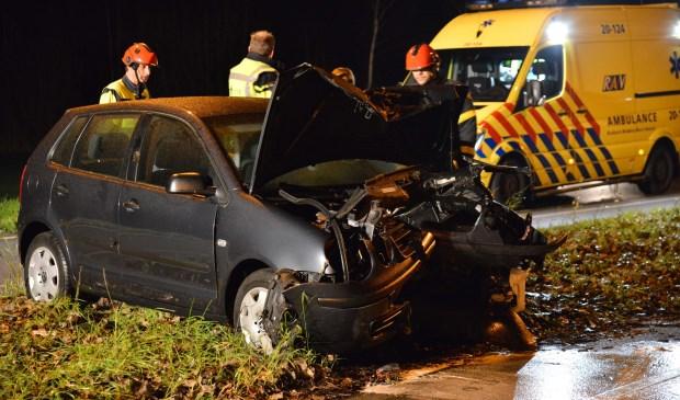 De beschadigde auto is door een bergingsbedrijf opgehaald.