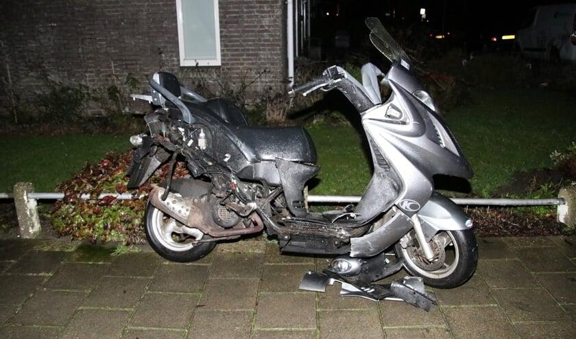 De scooter had op verschillende plaatsen schade.