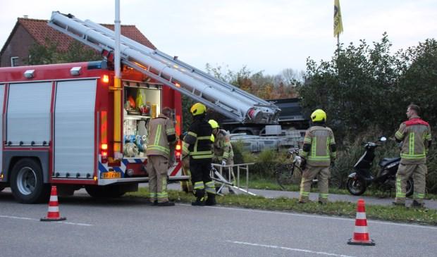 Scooterrijder raakt van de weg op Wilgenhoekweg, beland in sloot - Internetbode