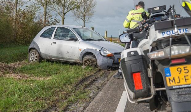 Auto belandt in berm na eenzijdig ongeval in Sint Philipsland - Internetbode
