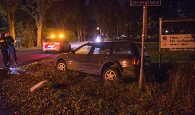 Auto in greppel bij ongeluk in Lepelstraat - Internetbode
