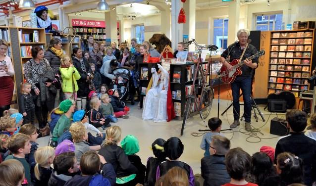 Sinterklaas viert een feestje in de Drvkkery - Internetbode