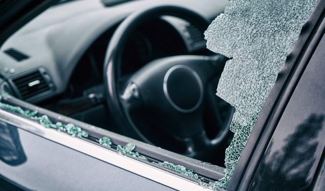 Thoolse tiener aangehouden voor inbreken in auto in Bergen op Zoom - Internetbode