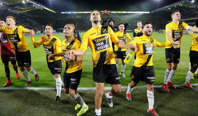 Nac wint thuis van Heerenveen met Crowd Real Estate op het shirt, destijds sponsor voor een dag.