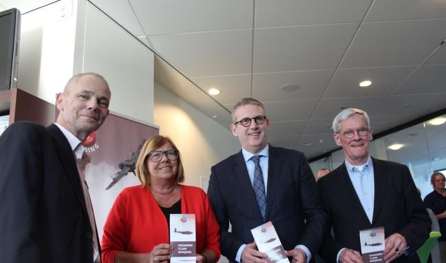 Angelo Somers, Wilma Baartmans, Ruud van den Belt en Frans de Vos presenteren het Programma 75 jaar bevrijding