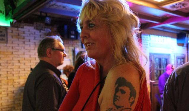 Fans van Elvis Presley (1935-1977) gaan soms heel ver door hem letterlijk op de huid te dragen met een tattoo.