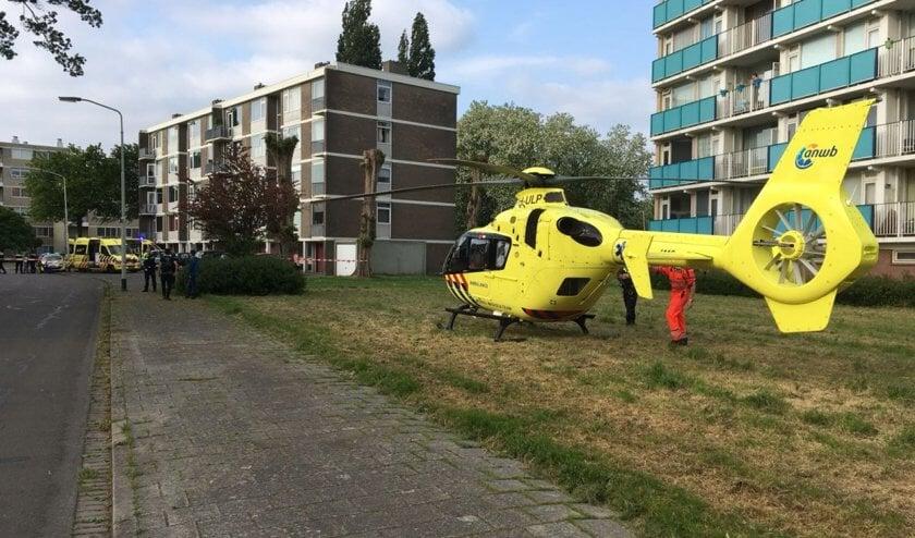Het slachtoffer van het steekincident aan de Klaverweide wordt overgebracht naar het ziekenhuis.