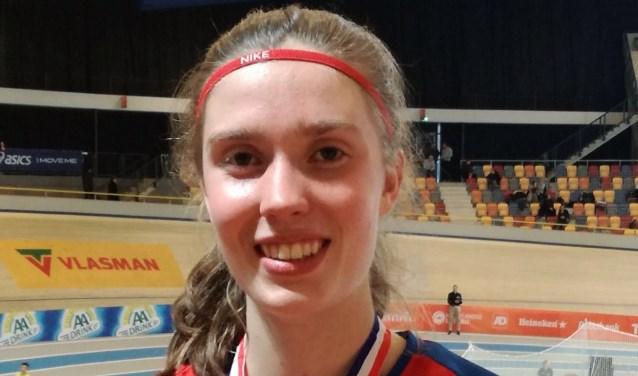 Amy Hasselton 3e op NK indoor.