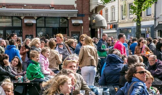 De biergarten krijgt een carnavalseditie op Kerkplein.