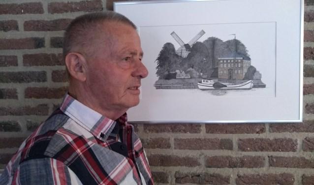 Marius Weststrate bij een van zijn tekenwerken.