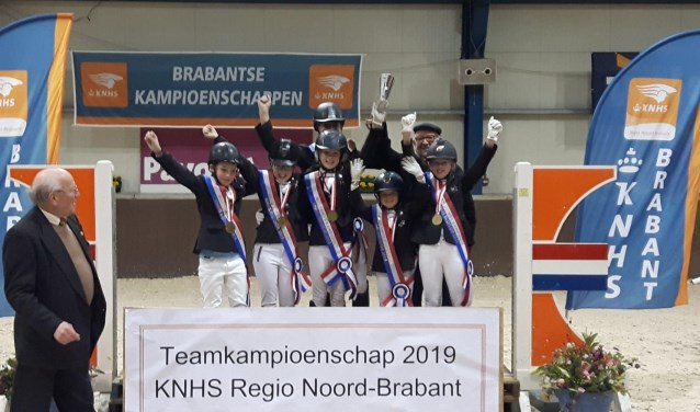 HJR-1 Brabants Kampioen Jules, Liv, Bente, Eva, Imke, Toine en Lieke.