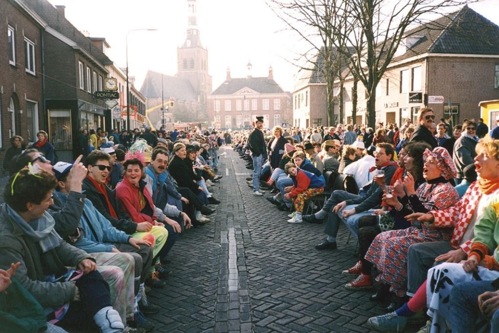 De eerste MaMi stoelendans  © Internetbode